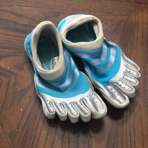 Adidas toe sneakers / toe shoes / water size 8